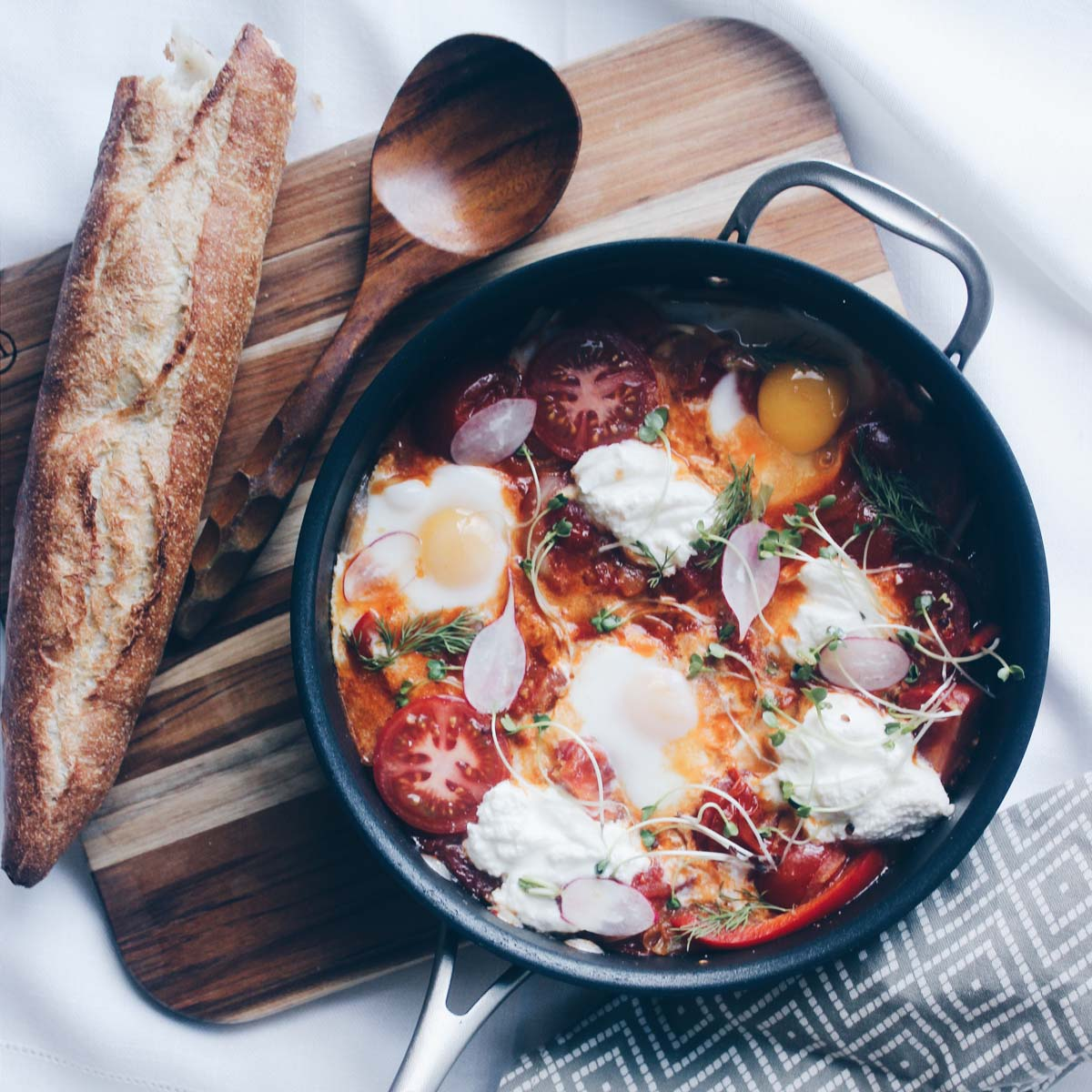baked-eggs-in-tomato-sauce-3